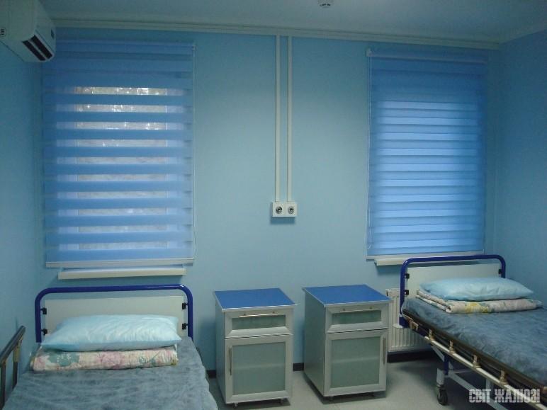 Медицинская клиника. Шторы День-Ночь. Защита от солнца, посторонних глаз, управление освещенностью, декор интерьера.