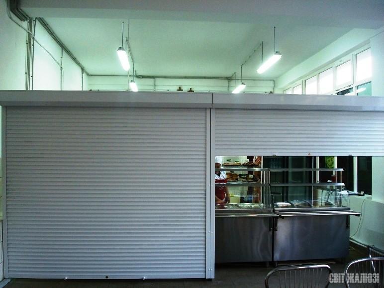 Столовая. Защитные ролеты. Зонирование помещения, защита от  проникновения.