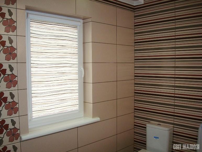 Ванная-туалет. Рулонные шторы. Защита от солнца, посторонних глаз, декор интерьера.