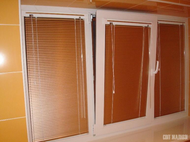 Ванная. Горизонтальные жалюзи, механизм венус-стандарт, материал алюминий 25 мм. Защита от солнца, посторонних глаз, управление освещенностью, декор интерьера.