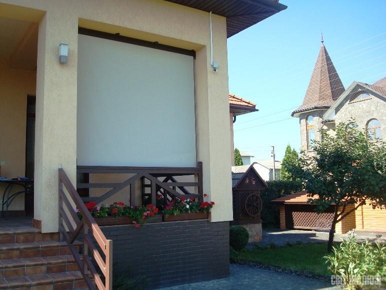Терраса. Вертикальная маркиза (рефлексол). Защита от солнца, ветра, комфорт, тень, декор экстерьера.