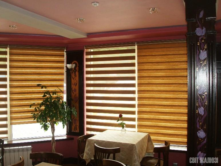 Ресторан. Шторы День-Ночь с кассетным механизмом. Защита от солнца, управление освещенностью, декор интерьера.
