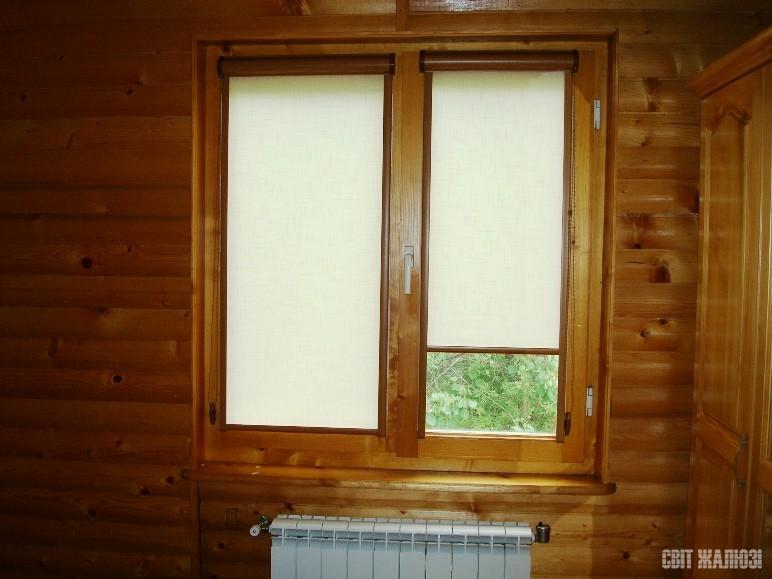 Рулонные шторы, закрытая система с П-образными направляющими. Цвет механизма - дуб.