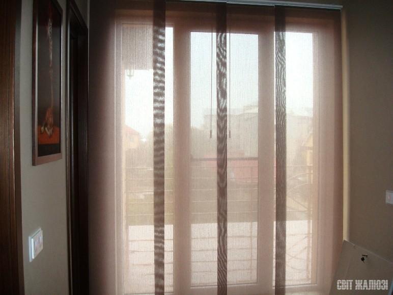 Панельные шторы. Полупрозрачная ткань.