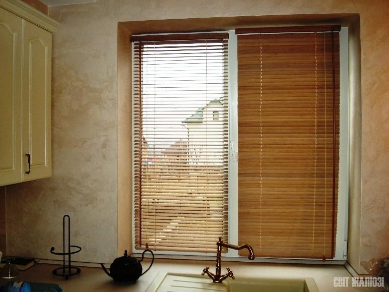 Горизонтальные жалюзи классические. Бамбук 25 мм. Кухня.